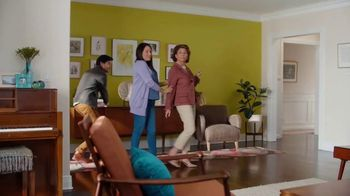 HGTV HOME by Sherwin-Williams TV Spot, 'Color Compliment from Mom' - Thumbnail 3