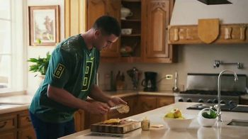 Nissan TV Spot, 'Heisman House: Sandwich' Ft Baker Mayfield, Marcus Mariota [T1] - Thumbnail 2