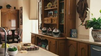Nissan TV Spot, 'Heisman House: Sandwich' Ft Baker Mayfield, Marcus Mariota [T1] - Thumbnail 4