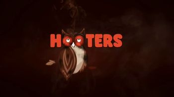 Hooters Smoked Wings TV Spot, 'Girl Shock: To Go $5 Off' - Thumbnail 7