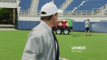 Dos Equis TV Spot, 'Keep It Interesante: Beer Blaster' Featuring Les Miles - Thumbnail 7