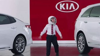 Kia America's Best Value Summer Clearance TV Spot, 'Space Helmet' [T2] - Thumbnail 4