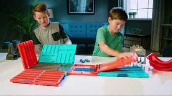 Hot Wheels Track Builder Race Crate TV Spot, 'Challenge Accepted' - Thumbnail 2