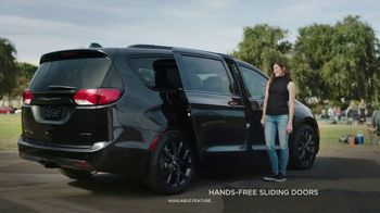 2018 Chrysler Pacifica S TV Spot, 'Soccer Practice' Featuring Kathryn Hahn [T2] - Thumbnail 2