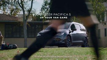 2018 Chrysler Pacifica S TV Spot, 'Soccer Practice' Featuring Kathryn Hahn [T2] - Thumbnail 8
