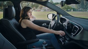 2018 Chrysler Pacifica S TV Spot, 'Soccer Practice' Featuring Kathryn Hahn [T2] - 2 commercial airings