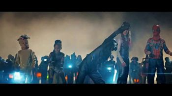 Party City Friends & Family Event TV Spot, 'Halloween: They're Coming' - Thumbnail 4