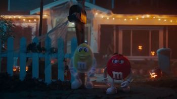 M&M's TV Spot, '2018 Halloween: Ghosted' - Thumbnail 9