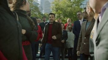 DishLATINO Inglés Para Todos TV Spot, 'Entre la multitud' con Eugenio Derbez [Spanish] - 848 commercial airings