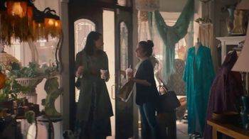 McDonald's Trick. Treat. Win! TV Spot, 'Tienda de la mala suerte' canción de Stevie Wonder [Spanish] - 813 commercial airings