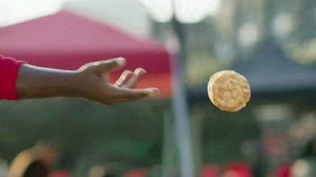 Bojangles' 8-Pc. Tailgate Special TV Spot, 'Unforgettable Passes' - Thumbnail 4
