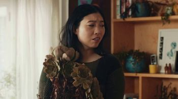 Google Assistant TV Spot, 'Easy: Now on Smart Displays' Featuring Awkwafina, Song by Outasight - Thumbnail 4