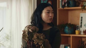 Google Assistant TV Spot, 'Easy: Now on Smart Displays' Featuring Awkwafina, Song by Outasight - Thumbnail 7