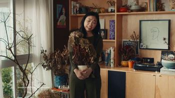 Google Assistant TV Spot, 'Easy: Now on Smart Displays' Featuring Awkwafina, Song by Outasight - Thumbnail 9