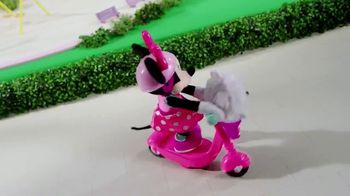 Sing & Spin Scooter Minnie TV Spot, 'Go for a Ride' - Thumbnail 4