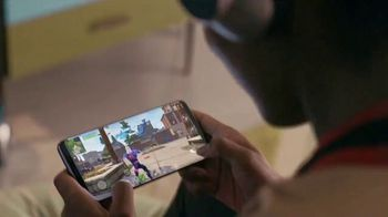 Samsung Galaxy TV Spot, 'Elevar al mismo nivel: intercambio' con Travis Scott, Ninja [Spanish] - Thumbnail 2