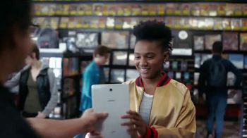 Samsung Galaxy TV Spot, 'Elevar al mismo nivel: intercambio' con Travis Scott, Ninja [Spanish]