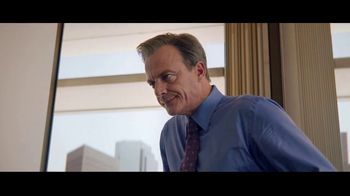 Charles Schwab Online Equity Trades TV Spot, 'Office Putting' - Thumbnail 4