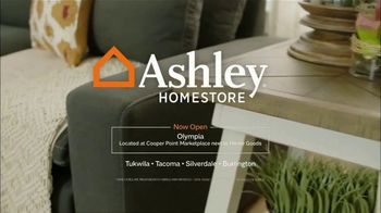 Ashley HomeStore Labor Day Sale TV Spot, 'Doorbusters: Sectional' - Thumbnail 9