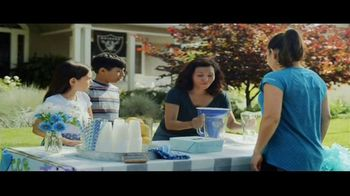 DIRECTV NFL Sunday Ticket TV Spot, 'Lemonade' - Thumbnail 6