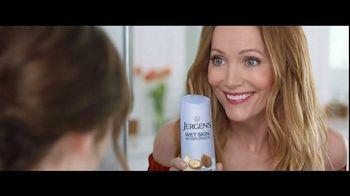 Jergens Wet Skin Moisturizer TV Spot, 'Locked' Featuring Leslie Mann - Thumbnail 5