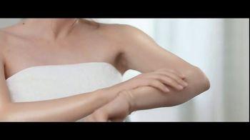 Jergens Wet Skin Moisturizer TV Spot, 'Locked' Featuring Leslie Mann - Thumbnail 7
