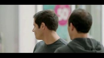 Wells Fargo TV Spot, 'Alerta sospechosa' con Landon Donovan [Spanish] - Thumbnail 2