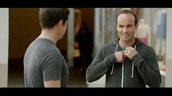 Wells Fargo TV Spot, 'Alerta sospechosa' con Landon Donovan [Spanish] - Thumbnail 6