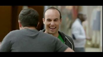 Wells Fargo TV Spot, 'Alerta sospechosa' con Landon Donovan [Spanish] - Thumbnail 8
