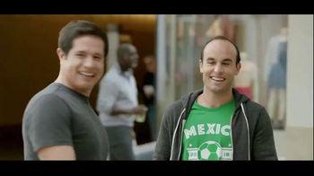 Wells Fargo TV Spot, 'Alerta sospechosa' con Landon Donovan [Spanish] - Thumbnail 9