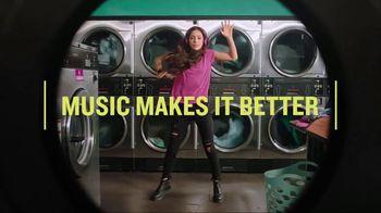 Garmin vívoactive 3 Music TV Spot, 'Laundry' Song by Dawin - Thumbnail 6