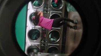 Garmin vívoactive 3 Music TV Spot, 'Laundry' Song by Dawin - Thumbnail 7