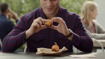 Taco Bell $5 Steak Nachos Box TV Spot, 'Turn a Snack into a Meal' - Thumbnail 2