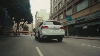 Volkswagen TV Spot, 'Fox Sports: Jump on the Wagen' Featuring Alexi Lalas [T1] - Thumbnail 2