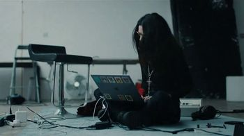 Apple Mac TV Spot, 'Behind the Mac' Feat. Grimes, Song by Daniel Johnston - Thumbnail 10