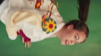 Cerveza Sol TV Spot, 'Brewed to Shine' Song by Amandititita - Thumbnail 10