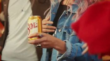 Cerveza Sol TV Spot, 'Brewed to Shine' Song by Amandititita - Thumbnail 8
