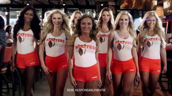 Hooters TV Spot, 'Buddies Cup: Challenge' [Spanish] - 44 commercial airings