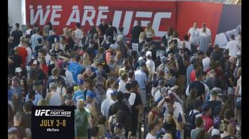 Ultimate Fighting Championship (UFC) Fight Week TV Spot, 'Fan Experience' - Thumbnail 2