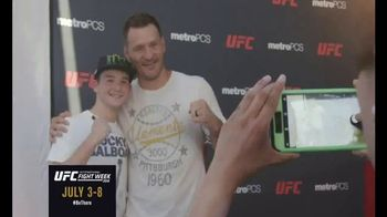 Ultimate Fighting Championship (UFC) Fight Week TV Spot, 'Fan Experience' - Thumbnail 5