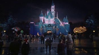 Disneyland TV Spot, 'Where the Holidays Begin' Song by Andy Williams - Thumbnail 9
