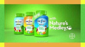 One A Day Men's With Nature's Medley TV Spot, 'Fruits and Vegetables' - Thumbnail 8