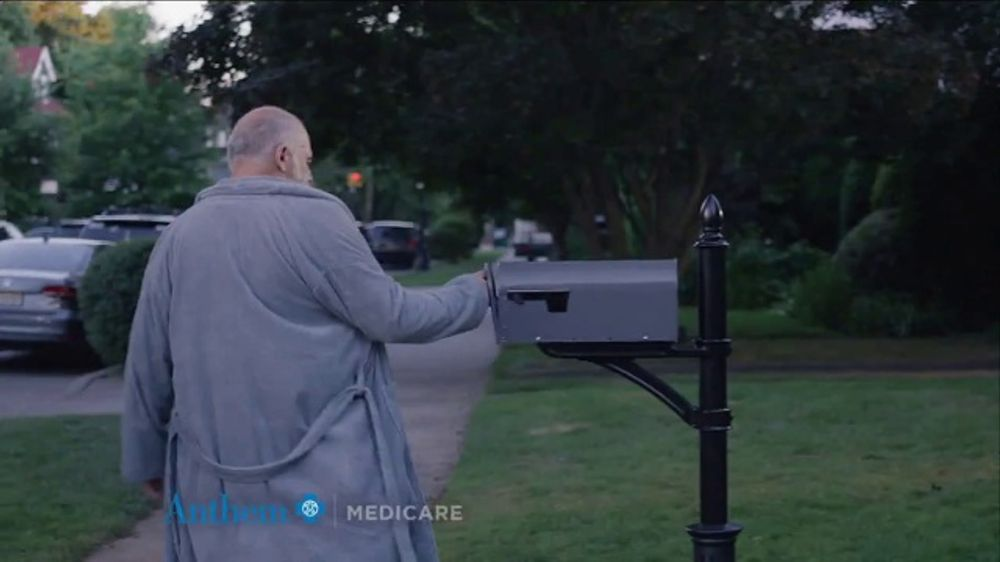 Anthem Medicare TV Commercial, 'Robe' Featuring Téa Leoni ...