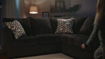 Big Lots Big Labor Day Sale TV Spot, 'Loveseats, Sofas and Sectionals' - Thumbnail 6