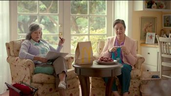 McDonald's Sweet 'N Spicy Honey BBQ Tenders TV Spot, 'Suéter' [Spanish] - Thumbnail 1