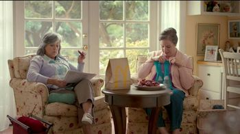 McDonald's Sweet 'N Spicy Honey BBQ Tenders TV Spot, 'Suéter' [Spanish] - Thumbnail 3