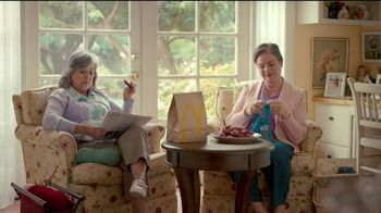 McDonald's Sweet 'N Spicy Honey BBQ Tenders TV Spot, 'Suéter' [Spanish] - Thumbnail 4