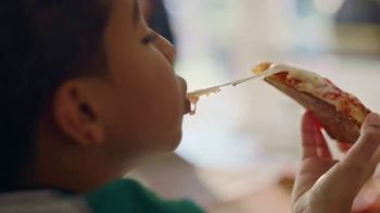 O, That's Good! Pizza TV Spot, 'Love at First Slice' Feat. Oprah Winfrey - Thumbnail 8