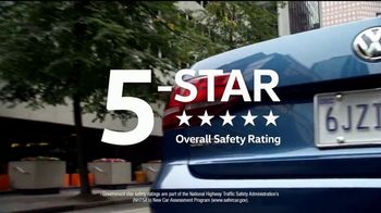 Volkswagen Memorial Day Deals TV Spot, 'Bear' Song by Grouplove [T2] - Thumbnail 7