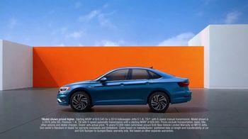2019 Volkswagen Jetta TV Spot, 'Bumper-to-Bumper' Song by Gryffin [T1] - Thumbnail 6